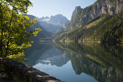 Gosausee (Patrick Vierthaler) Tags: gosausee dachstein perfekte spiegelung sptsommer sommer late summer salzkammergut inneres reflections reflektionen perfect symmetric symmetrische green blue alps alpen nrdliche kalkalpen dachsteingebirge