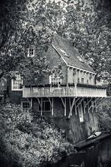 Suche das Kanu (Nihil Baxter007) Tags: suche kanu kajak canadier kanadier haus house netherlands netherland niederlande holland bach fluss nature natur schwarz weis black white