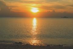 Romantic sunset at Romantic beach, Perhentian Island (H A N iza) Tags: hanzphoto travelphoto travel terengganu malaysia malaysianphotog sunset matahari laut beach