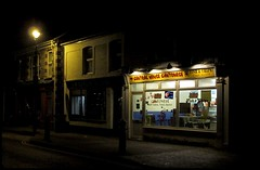 Central House Cantonese, Ystradgynlais (el hombre roto) Tags: centralhousecantonese chinesetakeaway ystradgynlais swansea wales cymru fishandchips carryout nightshot southwales sa9 walesuk powys