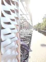bikes, sun and the garage (DoubleE87) Tags: fuji fujifilm x20 ooc erfurt deutschland thringen sun sonne bright light bikes fahrrder