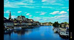 Auxerre - la belle auxerre - the beautiful auxerre (Capitasaro) Tags: lago am barca nuvole foto fiume barche cielo belle amici viaggio vacanza holyday auxerre totalphotoshop