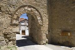 PUERTA DE LA VIRGEN - CAETE (CUENCA-SPAIN) (ABUELA PINOCHO ) Tags: espaa spain puerta muralla castillo cuenca caete puertadelavirgen
