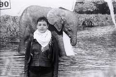 "mallu e o elefante leica IIIa • <a style=""font-size:0.8em;"" href=""http://www.flickr.com/photos/47610291@N07/8110433906/"" target=""_blank"">View on Flickr</a>"