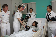 Sailors give ballcaps at a children's hospital. (Official U.S. Navy Imagery) Tags: heritage america liberty freedom commerce texas unitedstates military navy sailors houston fast worldwide tradition usnavy protect deployed flexibl