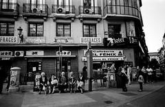 Madrid, Voigtlander 28/3.5 (mraposio) Tags: madrid ltm bw color film analog voigtlander 28mm bn epson 100 agfa fed apx skopar f35 v700 fed1g