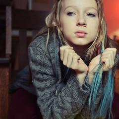 dip dyed 1 (Daniela Klara R. (gone)) Tags: blue red girl hair grey sweater eyes hands blonde knitted lils dipdye ipiccy bluedipdye