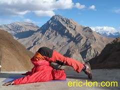 Eric Lon yoga at Demul (16) (Eric Lon) Tags: india cold yoga energy dynamic tibet heat practice souffle himalaya breathe froid warming spiti breathing inde tibetain himalayen chaleur activate respiration ericlon rechauffer demul acriver