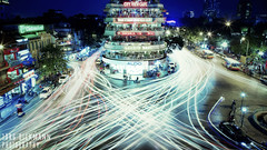 inh Tin Hong / Cu G Intersection (Jrg Dickmann) Tags: city longexposure night canon lights asia traffic vietnam intersection 24mm hanoi crossroads lightstream canon2470 cityviewcafe 5dmk2