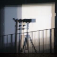 Voyeur (Gerard Hermand) Tags: shadow paris france museum canon muse ombre telescope handrail lunette palaisdetokyo rampe formatcarr eos5dmarkii 1301182738 gerardhermand