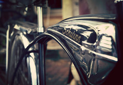 Schwinn (RiaPereira - here and there) Tags: bicycle dof bokeh chrome schwinn sleek beachcruiser hbw bicyclelove schwinnbeachcruiser vintagebeachcruiser riapereira 100bicycles agirlwholovesbicycles
