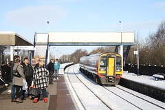 Waiting in the Snow (Moving Britain) Tags: alfreton 158770 eastmidlandtrains