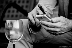 Toscano (Fabio75Photo) Tags: sigaro toscano mano cellulare telefono sms touch fumo fumare smocking glass bicchiere aperitivo vuoto empty