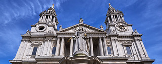 Queen Anne statue outside St. Paul's Cathedral