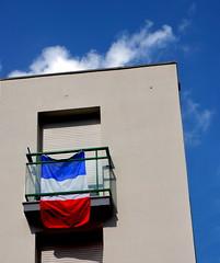 (Jean-Luc Lopoldi) Tags: balcon ferm volet ciel voletsferms drapeau flag tricolore
