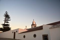 Atardecer en el Santuario (vcastelo) Tags: palomas santuario nuestra señora remedios verja peniche península portugal