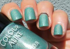 Colour Alike 513 (Simona - www.lightyournails.com) Tags: esmalte smalto holographic colouralike green manicure vernis unghie nails nailpolish nagellack naillacquer nailswatch