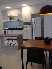 makstudio-arquitetura-apartamento-sala-jantar-cozinha.jpg (makstudio2015) Tags: makstudio apartamentopequeno cozinhaamericana salajantar pendente arquiteturainteriores marcenaria