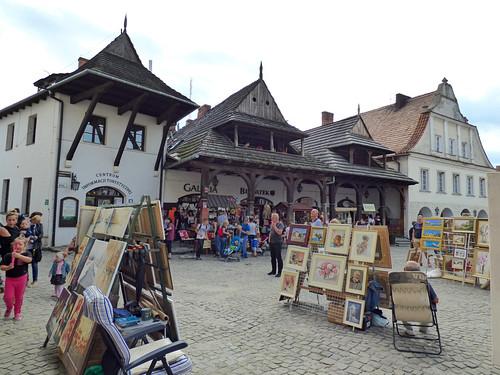 Kazimierz-Dolny - market square, art stalls (2)