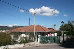 clouds (Jusotil_1943) Tags: domingo nubes clouds paisajes cables tejado puerta chimenea