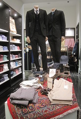 Club Monaco (thinkretail) Tags: store magasin lifestyle laden tienda boutique negozio apparel clubmonaco menswear visualmerchandising womenswear autumn2012