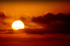 Fim de dia... (Eduardo Amorim) Tags: sunset brazil sun sol southamerica field brasil atardecer soleil tramonto sonnenuntergang pôrdosol campo pelotas sole sonne riograndedosul poniente champ anoitecer coucherdesoleil brésil entardecer crepúsculo américadosul poente amériquedusud sudamérica suramérica américadelsur südamerika costadoce americadelsud americameridionale auffangen eduardoamorim iayayam yamaiay