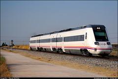 598 hacia Merida (Pascual Martínez) Tags: españa trenes spain nikon trains rails regional renfe pasajeros automotor 598 operadora pasku fuenla diésel griñón d3000