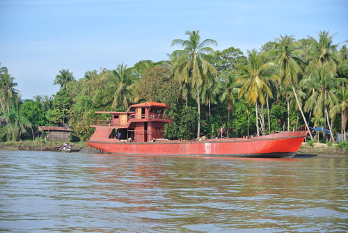 Fishing vessel on Ayeyerwadi river in Labutta, Myanmar. Photo by Ranjitha Puskur, 2012.
