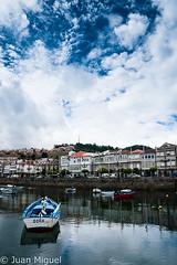 Dora (Juan Miguel) Tags: atlntico bayona espaa europa europe galicia juanmiguel sonyalpha700 spagne spain spanien tamron1750 agua barca boat casas houses mar paisaje reflection reflejo sea water