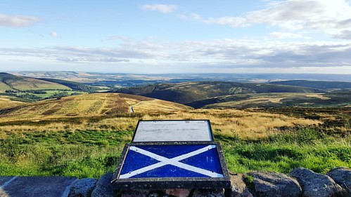 Made in Scotland © Nature gave the scenery a lick of paint today too, much clearer. 😉👌 #viewpoint #sunshine #haarfree #standrewscross #scotland #proud #flag #map #peak #summit #rustic #textures #sky #autumn #beautifulday #beautiful