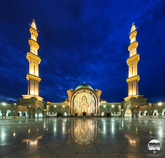 Federal Territory Mosque (kenneth chin) Tags: federal territory mosque nikon d810 nikkor1424 yahoo google digitalblending verticalpanorama city attraction malaysia dawn bluehour reflection wilayah persekutuan