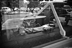 goldschmied ventemiglia (josefcramer.com) Tags: europe summer italy italia italien ventimiglia lucca pesaro gallipoli salerno murlo siena urban people street strase menschen leica m9 m 35mm summicron asph sommerurlaub josef cramer alassio menton strasenfotografie streetphotography