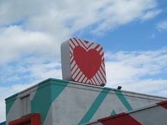 Red hart (Quevillon) Tags: montral mountroyal saladatea sign red hart canada qubec