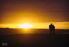 pareja/ Couple (Jose Antonio. 62) Tags: spain espaa asturias gijn golden dorado silhouette silueta contraluz backlight colours parejas couples sol sun wewanttobefree
