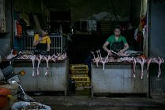 Yangshuo food market (maubri) Tags: foodmarket china cina mercado market mercato chicken pollo cibo food yangshuo