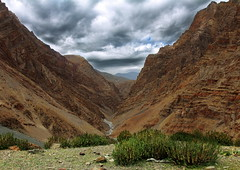 Camp2 (Alubhai) Tags: canoneos60d canonef1740f40l himachal himachalpradesh spitivalley india paranglatsomoriritrek2016 campsite river valley gorge landscape alubhai