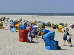 hinter den Dnen 2a/2 (AnnAbulf) Tags: strand see sand meer mare ns dune insel ostfriesland juist nordsee spiaggia strandkorb sabbia isola dnen strandkrbe niedersachsen cesto ces