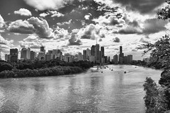 Brisbane, Queensland, Australia, Jun 2012 (Clia Mendes Photography) Tags: sky clouds buildings reflections boats blackwhite edificios barcos cities cityscapes australia cu ciudades cielo rivers nubes nuvens ros reflexos rios reflejos 2012 cidades blanconegro austrlia brancopreto