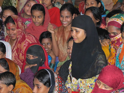 Part of the community that joined the launch of the Fish Habitat Development Rings in Bangladesh. Photo by Mélody Braun, 2012.