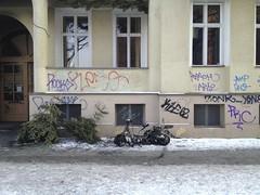 was vom Jahresende übrig blieb (thmlamp) Tags: berlin germany deutschland outdoor indoor gwb inoutdoor guessedberlin берлин erikistderbeste gwbatineb ratenmachtspas 30012013
