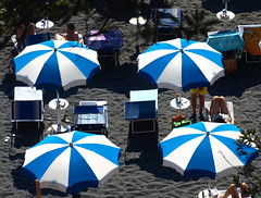 foto estiva (fabia.lecce) Tags: estate summer italy ombrellone umbrellas lights spiaggia beach