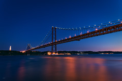 Ponte 25 de Abril (CROMEO) Tags: ponte 25 de abril puente bridge rio river tajo capital city lisbon lisboa europe portugal pt cromeo view amazing night lights luces long exposure nikon cr monument cristo peninsula iberica d610 canon colors awesome postal