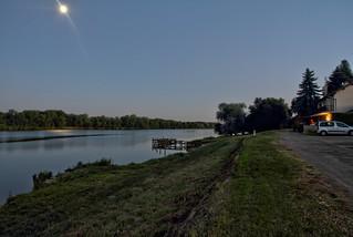 Nuit d'été au bord de l'eau