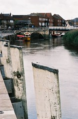 Sandwich Quayside - Kent (jcbkk1956) Tags: posts sandwich kent river stour riverstour quayside moorings bridge pentax mg 35mm slr agfa200 dof boat