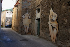 Le donne di Orgosolo (Olivier Monbaillu) Tags: monbaillu canon eos7d murales peinturesmurales murals orgosolo orgsolo barbagia barbgia sardegna sardaigne sardinia italia italie italy