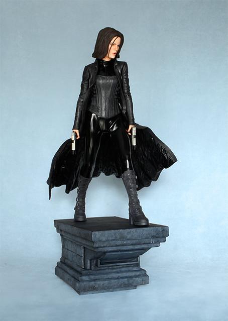 決戰異世界!吸血鬼莎倫娜雕像推薦!