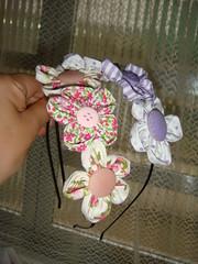 Tiaras com flores (Láiza Leal) Tags: tiara flores botão fuxico