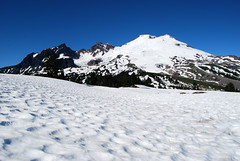 The Mountain across the Snow (Sotosoroto) Tags: mountains washington hiking cascades mtbaker dayhike parkbutte