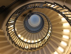 Heal & Son: Spiral Staircase (Curry15) Tags: london stairs explore handrail edwardian spiralstaircase heals banisters wc1 gradeii cecilbrewer smithandbrewer 191417 healsonltd thebrewerstaircase 191199tottenhamcourtroad