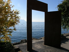033 (keepps) Tags: door sculpture art schweiz switzerland suisse lakegeneva montreux vaud lacléman